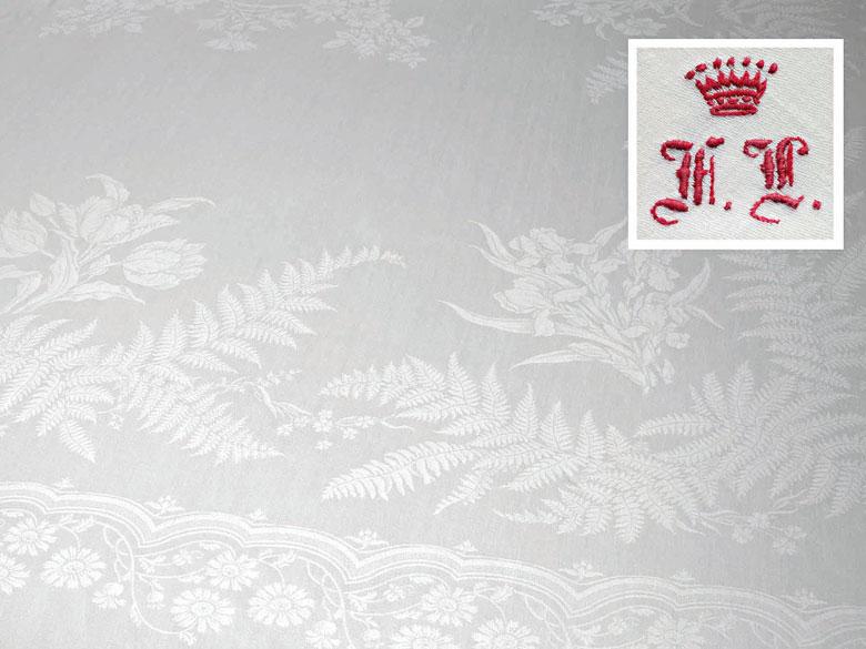 Freiherrliches Tafeltuch mit Farnen und Blumen