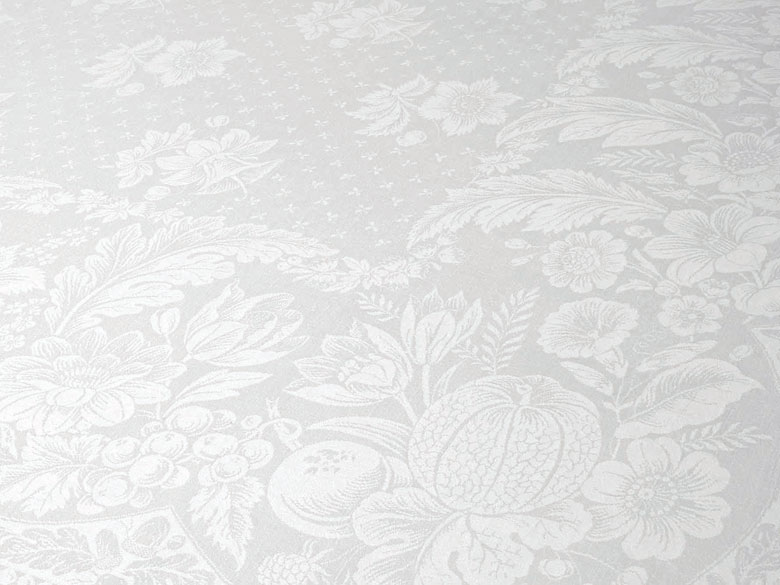 Biedermeier-Tafeltuch mit Blüten und Früchten