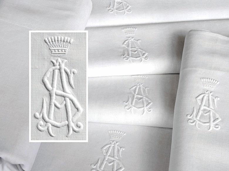 Sechs große Tücher mit großem gräflichem Monogramm AS