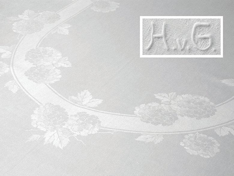 Tafeltuch mit einem Hortensienblütenoval