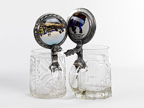 Detail images:  Zwei Glas-Bierkrüge