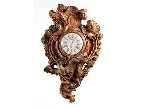 Detail images:  Holzgeschnitzte und gefasste Wanduhr in Form einer Kartelluhr (ohne Uhrwerk, ohne Zifferblatt)