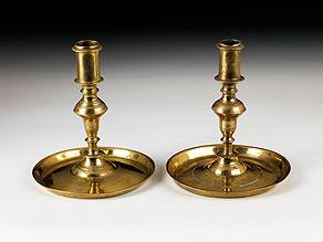 Detail images:  Paar Tischkerzenleuchter in Messing