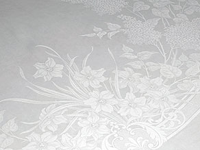 Detail images:  Rundes Jugendstil-Tafeltuch mit Osterglocken und Flieder