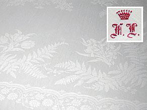 Detailabbildung:  Freiherrliches Tafeltuch mit Farnen und Blumen
