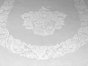 Detail images:  Großes Tafeltuch mit Wappen der Grafen von Ballestrem