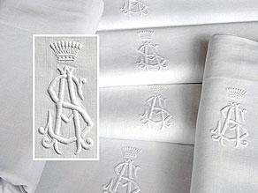 Detail images:  Sechs große Tücher mit großem gräflichem Monogramm AS