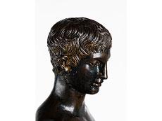 Detail images: Bronzefigur eines antiken Epheben (Idolino)