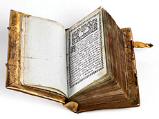 Detail images: † Seltener Bucheinband aus feuervergoldetem Messing