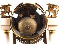 Detail images: Empire-Portaluhr aus weißem Marmor