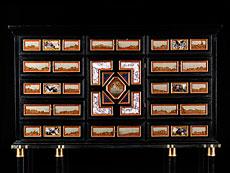 Detailabbildung: Kabinettkasten mit Ruinen- und Landschaftsmarmoreinlagen