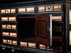Detail images: Kabinettkasten mit Ruinen- und Landschaftsmarmoreinlagen