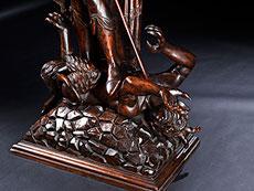 Detail images: Große Schnitzfigur des Heilgen Michael im Kampf mit dem Satan