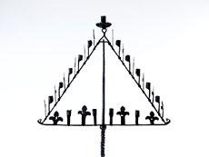 Detailabbildung: Gotischer Standleuchter , sog. Teneberleuchter für 13 Kerzen