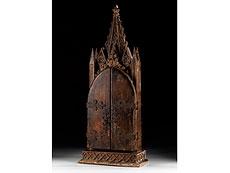 Detail images: In Holz geschnitzter Klappflügel-Hausaltar mit Elfenbeinfiguren und -reliefs