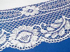 Detail images: Großes rundes Tafeltuch mit Klöppelarbeit