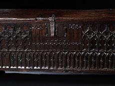Detail images: Gotische Eichentruhe