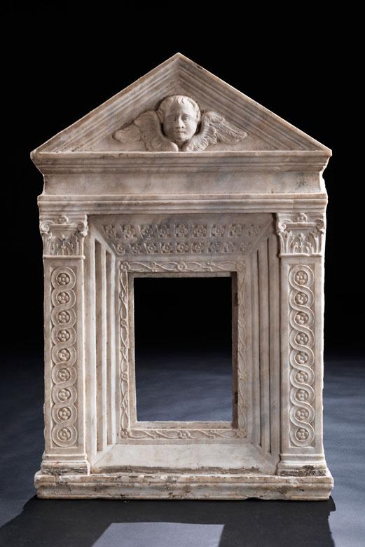 Ädikula-Rahmen in weißem Marmor