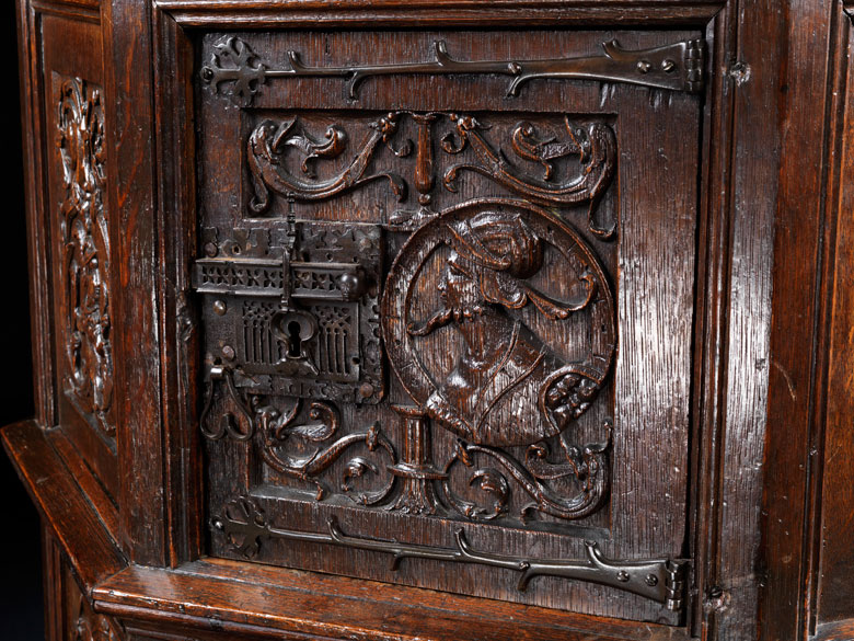 Beautiful ... Detailabbildung: Möbel Im Gotik / Renaissance Stil ...