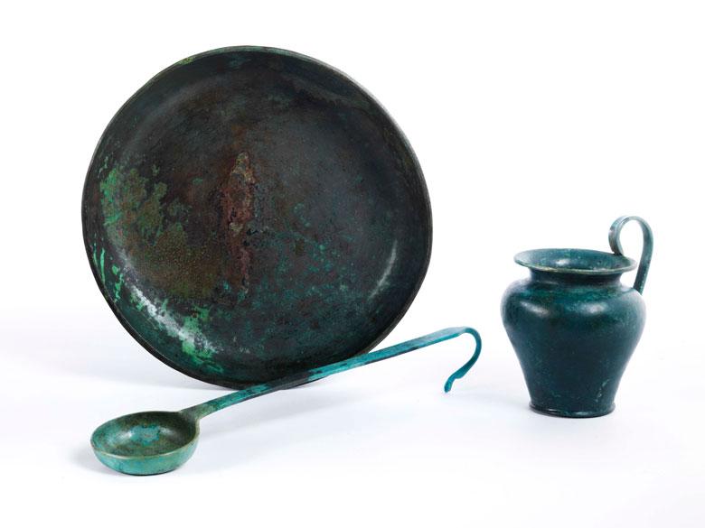 Drei etruskische Bronzeobjekte