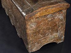 Detail images: Erhabene Renaissance-Truhe in Pastiglia-Technik