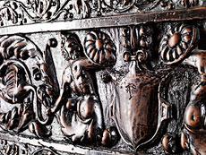 Detail images: Frontrelief einer florentinischen Renaissance-Truhe