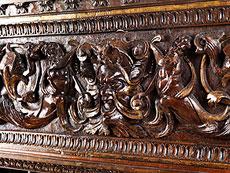 Detail images: Frontrelief einer italienischen Renaissance-Truhe