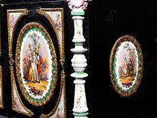 Detail images: Seltenes Porzellankabinett