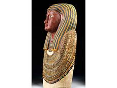 Detailabbildung: Ägyptischer Sarkophagdeckel des AMUN-IRW-RW (Amun-Jarew-Rew)