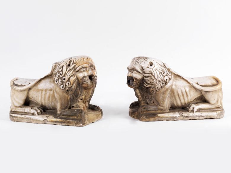 Paar seltene italienische romanische Marmor-Portallöwen