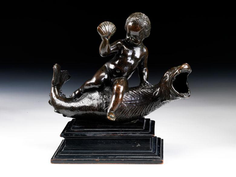 Bronzegruppe eines Putto, auf einem Delfin reitend