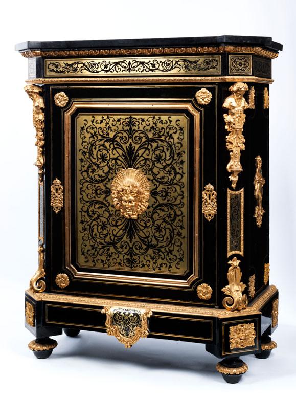 Eleganter Salon-Halbschrank der Napoleon III-Periode