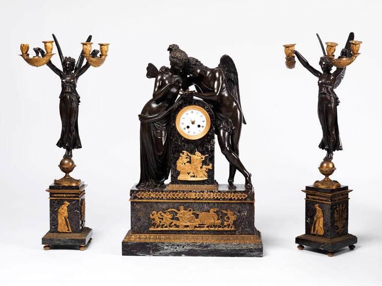 """Große Kaminuhr mit Bronzefiguren """"Amor und Psyche"""