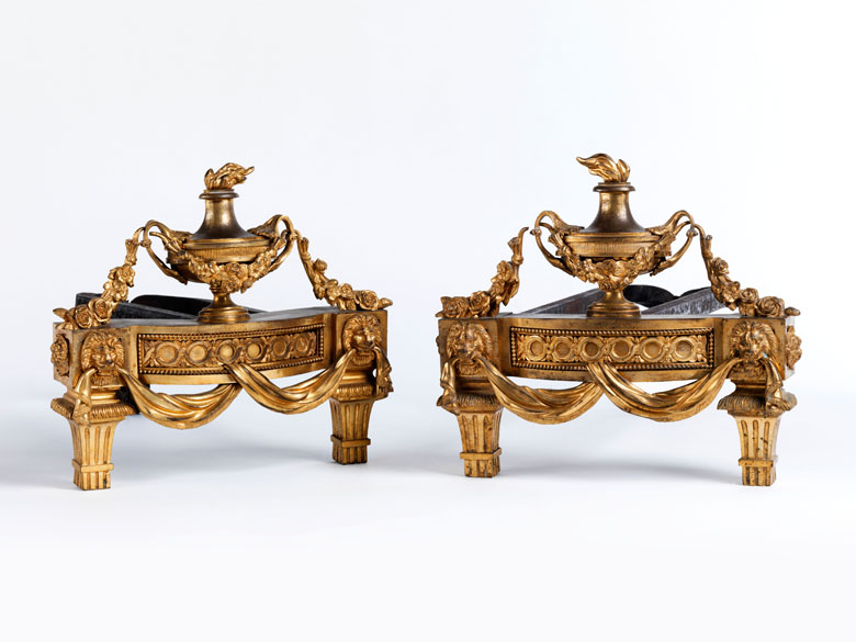 Paar Kaminböcke in Schmiedeeisen, Bronze und Feuervergoldung