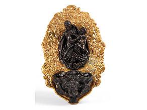 Detail images:  Weihwassergefäß in Bronze mit Figurengruppe und vergoldeter Rückplatte