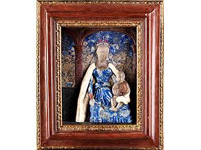 Detail images:  Gerahmtes Reliefbild einer thronenden Madonna mit dem Jesuskind in Lapislazuli, Pietra dura und Alabaster