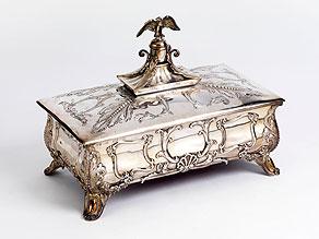 Detail images:  Große Silberschatulle mit hoher Adlerbekrönung