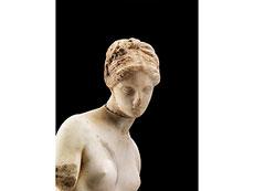 Detail images: Marmorfigur einer Aphrodite