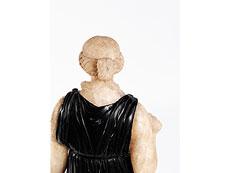 Detail images: Standfigur der antiken Göttin Diana