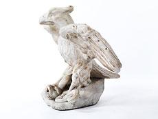 Detail images: Marmorfigur eines auf einer Schlange stehenden Adlers