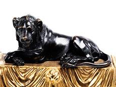 Detailabbildung: Paar Kaminböcke in brünierter und feuervergoldeter Bronze