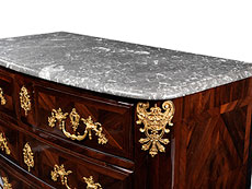 Detail images: Elegante Régence-Kommode mit Marmorplatte