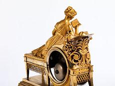 Detail images: Kaminuhr in Bronze und Feuervergoldung