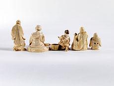 Detail images: Konvolut von zwei Netsuke und drei Okimonos