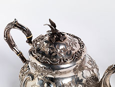 Detail images: Drei versilberte Teeservice-Gefäße
