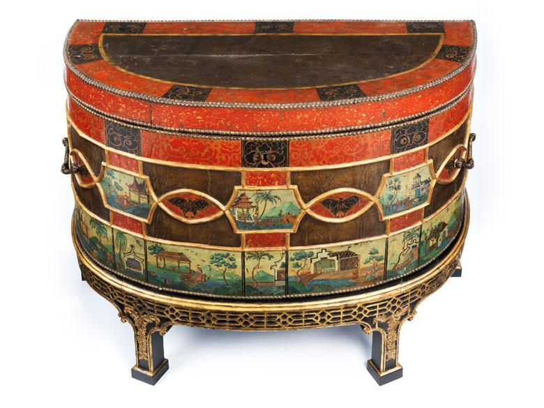 au ergew hnliche und seltene demi lune kommode hampel fine art auctions. Black Bedroom Furniture Sets. Home Design Ideas