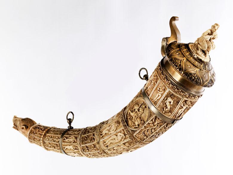 Olifantenhorn in Elfenbein