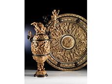 Detailabbildung: Bedeutendes Historismus-Elfenbeinensemble einer Prunkkanne mit dazugehöriger Beckenschale