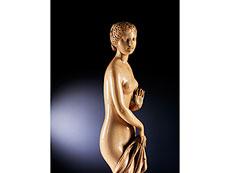 Detail images: Große Elfenbeinstandfigur einer badenden Venus
