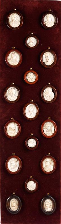 Sammlung von insgesamt 17 Elfenbein- Miniatur-Reliefportraits des 19. Jahrhunderts